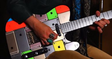 Мастер сделал настоящую гитару из айфонов