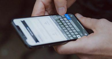 Набор текста на смартфоне | Фото: Gizmodo