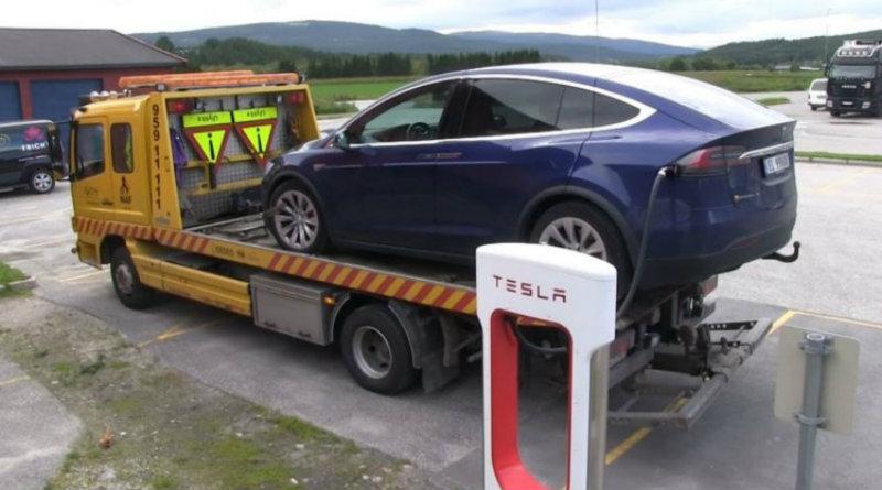 Tesla на эвакуаторе| Фото: hi-news.ru